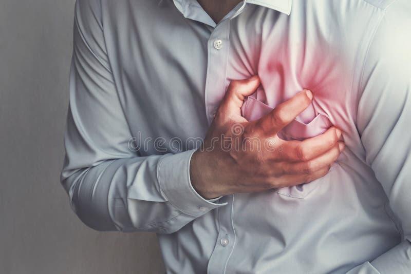 de pijn van de mensenborst van hartaanval Gezondheidszorg stock afbeeldingen