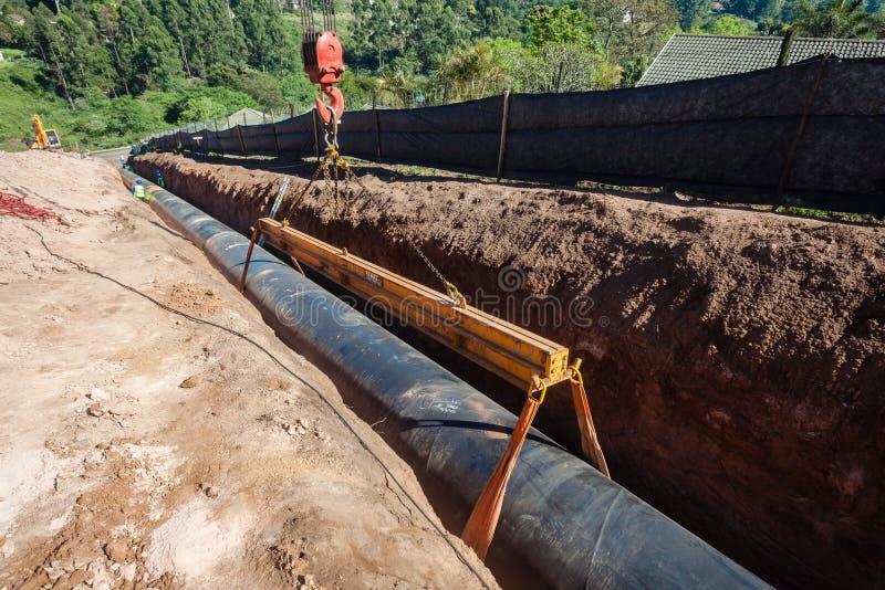 De Pijpleidingsinstallatie van het wateraquaduct stock afbeelding