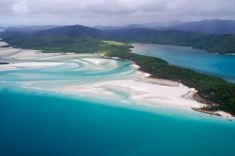 De Pinksterennen van het Whitehavenstrand, Queensland - Australië - Lucht Vi stock foto