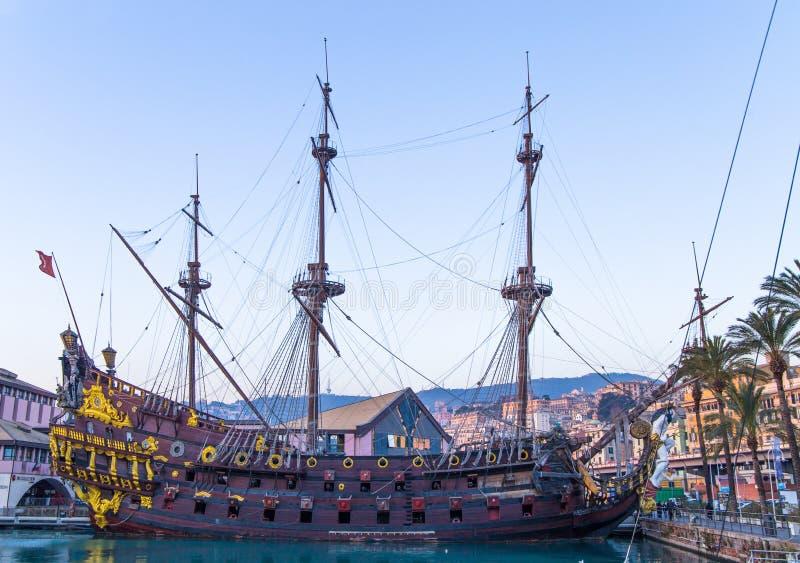 De piraatschip van IL Galeone Neptunus dichtbij Acquarium in Genua, Italië royalty-vrije stock fotografie