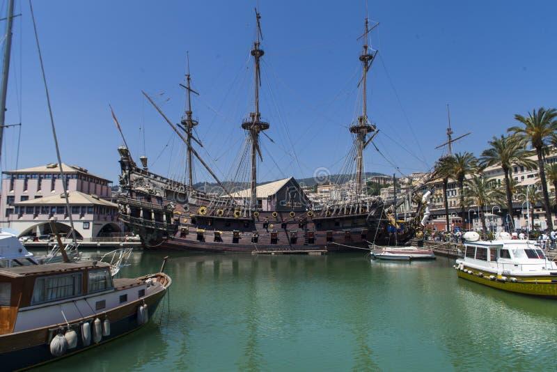De piraatschip van IL Galeone Neptunus in Genua, Italië stock afbeeldingen