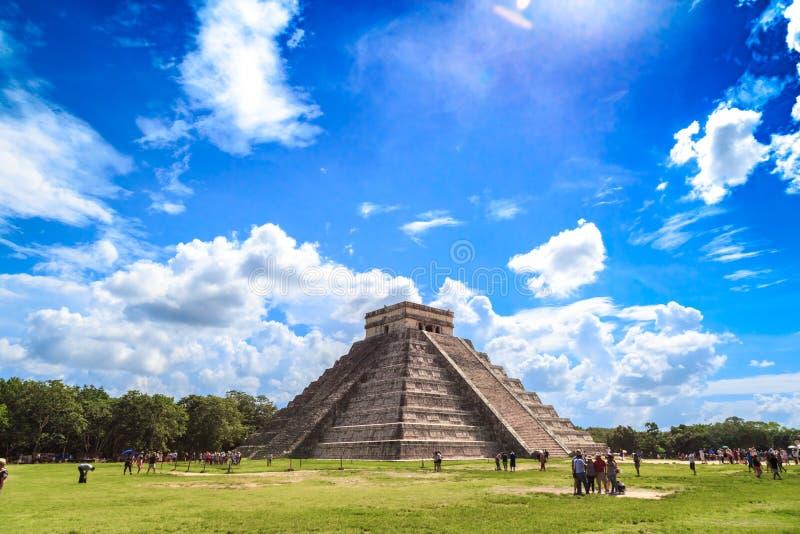 De piramide van kukulkan in Chichen Itza Mayan piramides, hemel, cl stock foto's