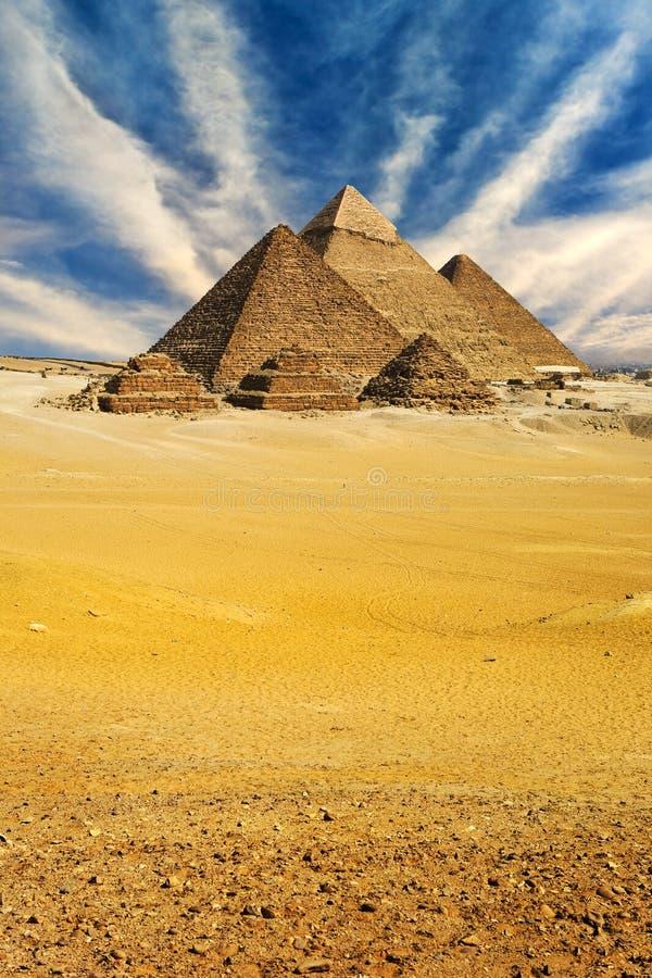 De piramides van Giza stock fotografie