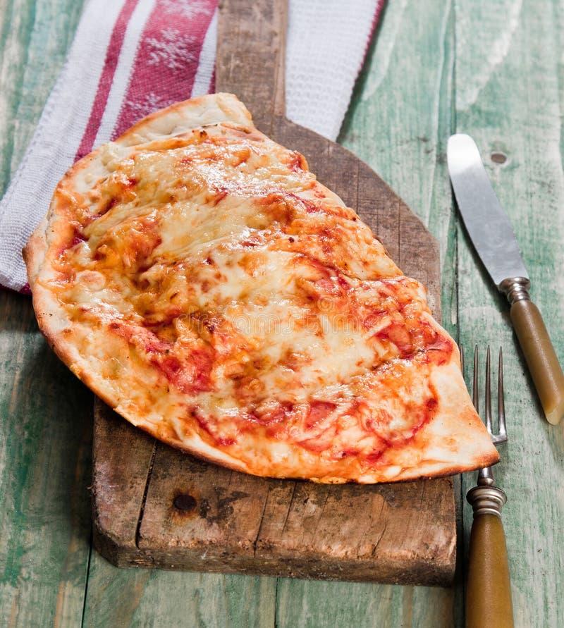 De pizza van Calzone stock foto's