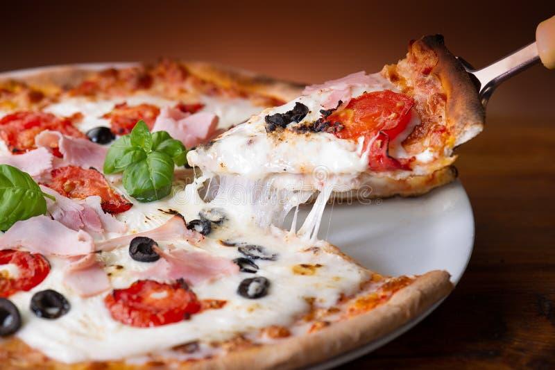 De pizza van de ham stock afbeeldingen