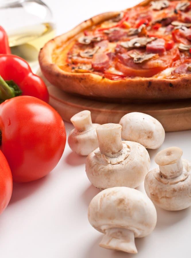 De pizza van de paddestoel en van het bacon stock foto