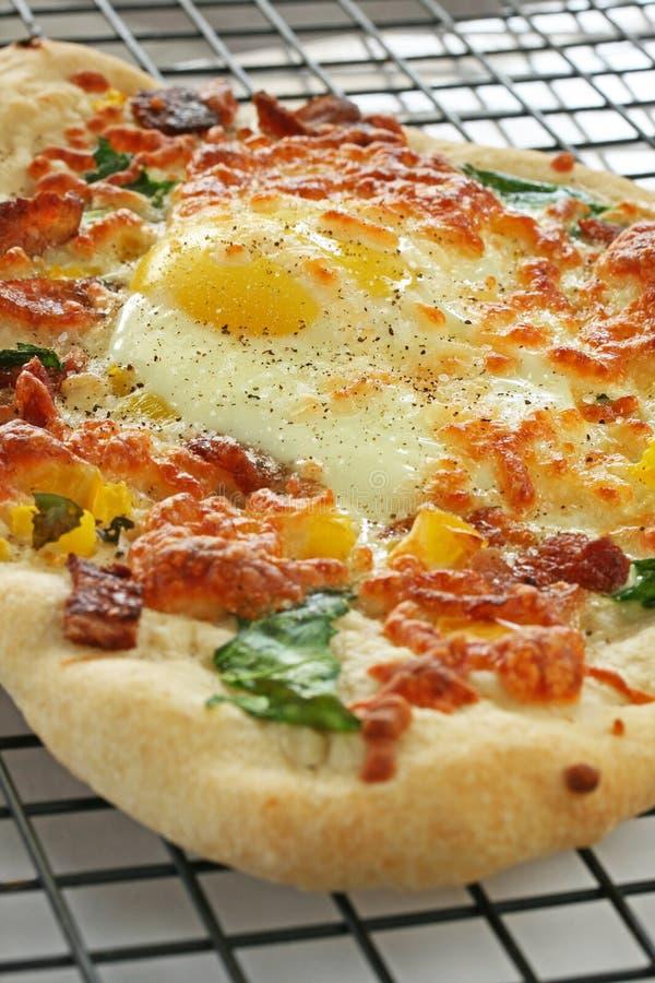 De pizza-Verticaal van het bacon en van het Ei royalty-vrije stock afbeelding