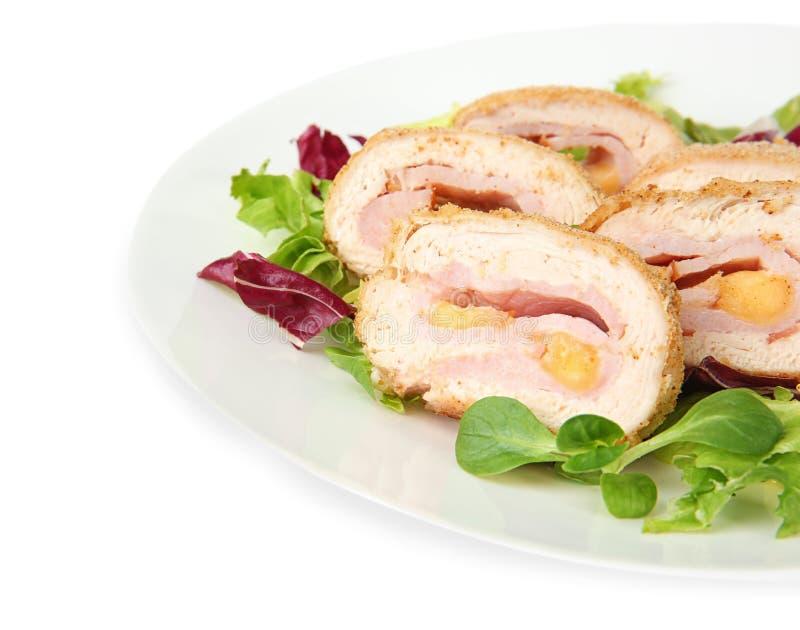 De plaat met smakelijke kip sneed broodje royalty-vrije stock foto's