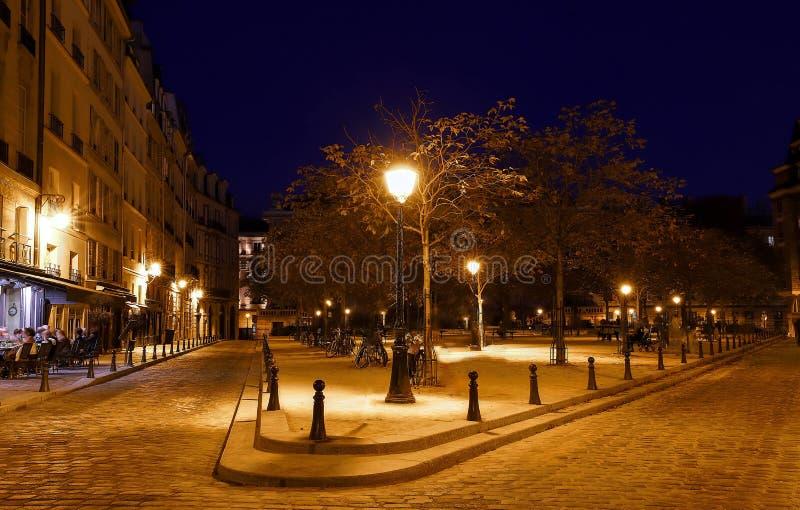 De plaats Dauphine combineert al schoonheid en Romaans van Parijs in één prachtig historisch vierkant royalty-vrije stock foto