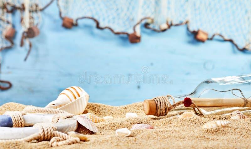 De plage toujours la vie marine avec la lettre de mystère images stock