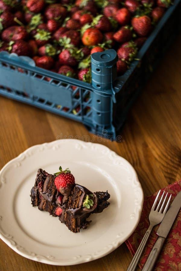 De plak van de aardbeicake met backroundconcept royalty-vrije stock foto