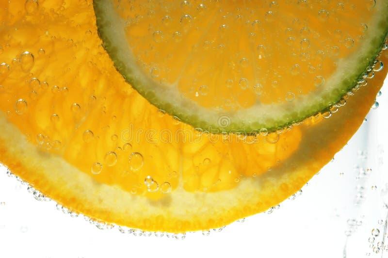 De plakken van de sinaasappel en van lemo royalty-vrije stock fotografie