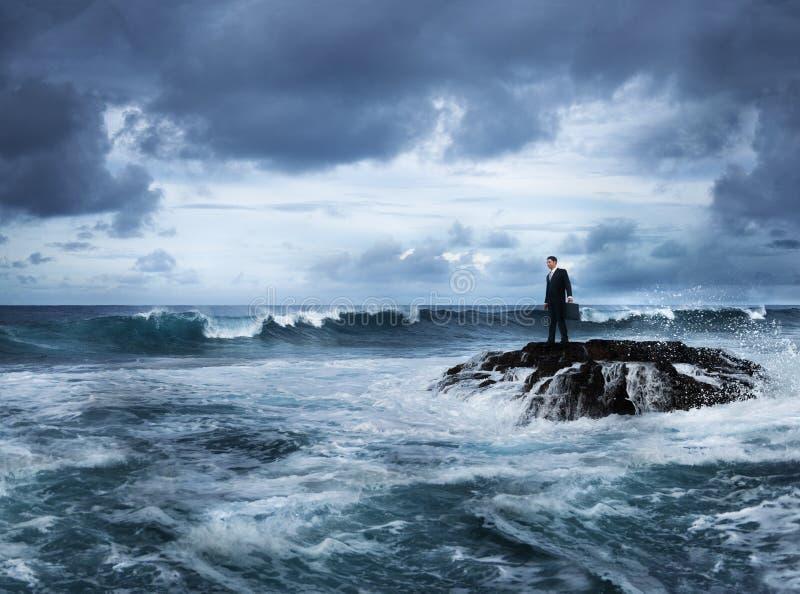 De Planning van zakenmanstaying alone island het Denken Concept stock fotografie