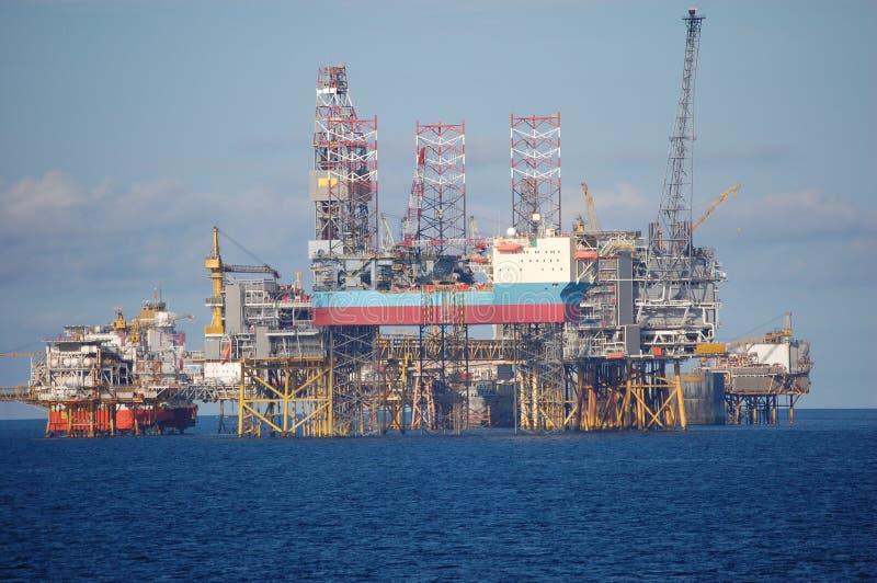 De platforms van de olie in Noordzee royalty-vrije stock foto's