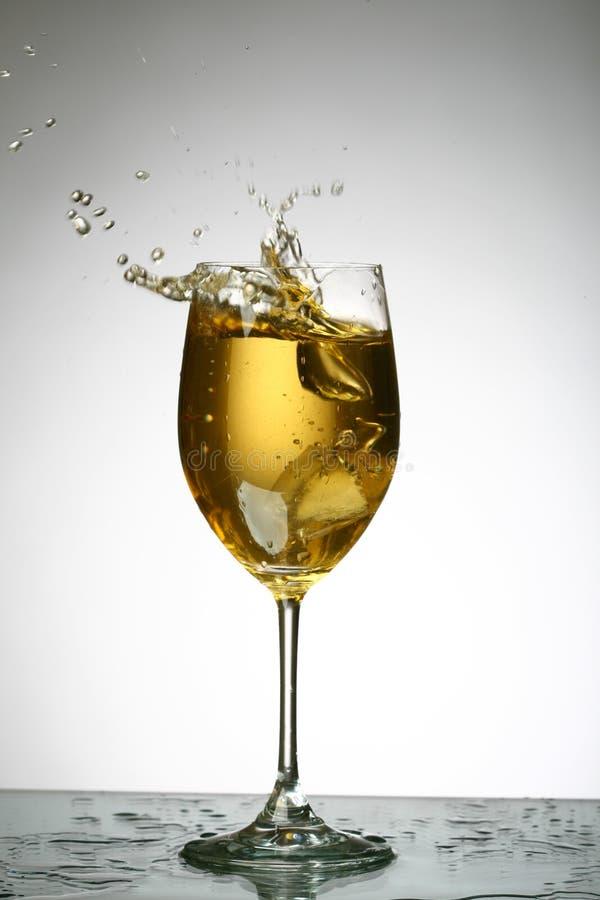 De plons van de alcohol stock afbeelding