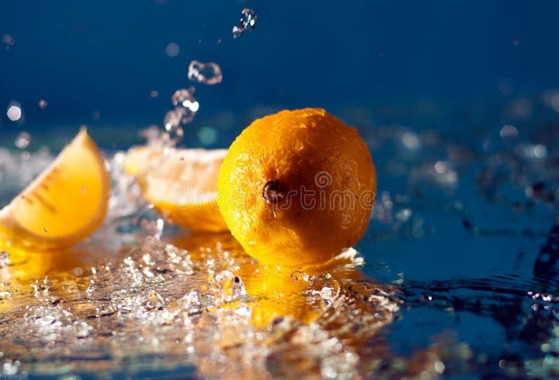De plons van de citroen royalty-vrije stock foto's