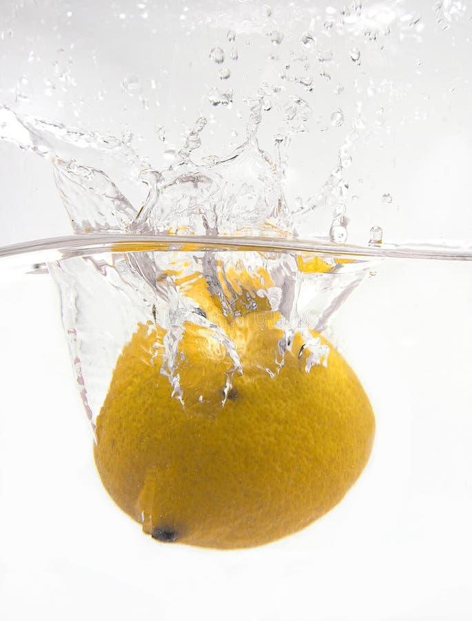 De plons van de citroen royalty-vrije stock foto