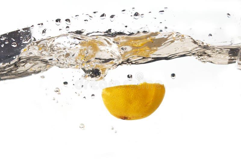 De plons van de citroen royalty-vrije stock afbeelding