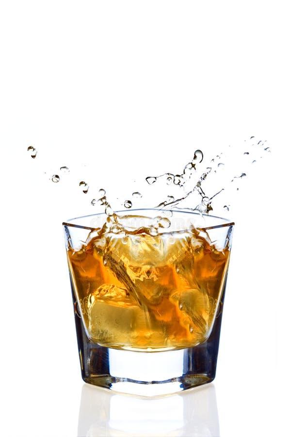 De plons van de whisky stock afbeelding