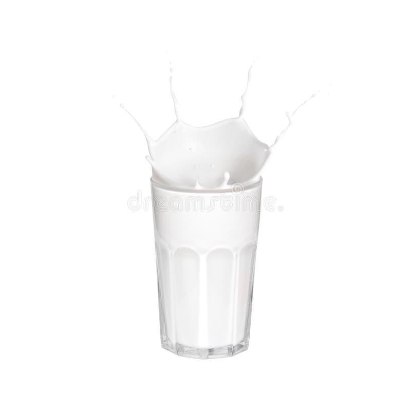 De plons van de melk op witte achtergrond Plonsen van melk, bespattende yoghurt of kosmetisch roomclose-up Malplaatje voor het va royalty-vrije stock foto