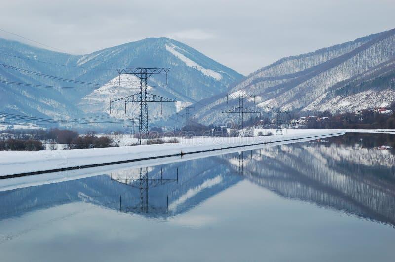 De polen van de elektriciteit door water royalty-vrije stock foto