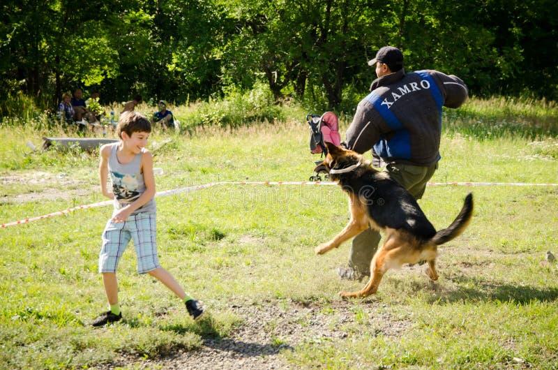 De politie dod houdt opleidingsopsluiting op de concurrentie stock afbeeldingen