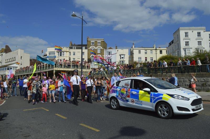 De politie treedt in de kleurrijke Vrolijke de trotsparade van Margate toe royalty-vrije stock fotografie