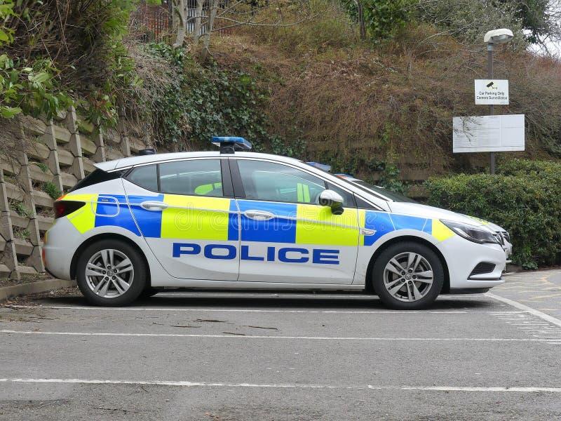 De politiewagen parkeerde buitenrickmansworth-Politiebureau, Drie Rivierenhuis, Northway, Rickmansworth stock foto