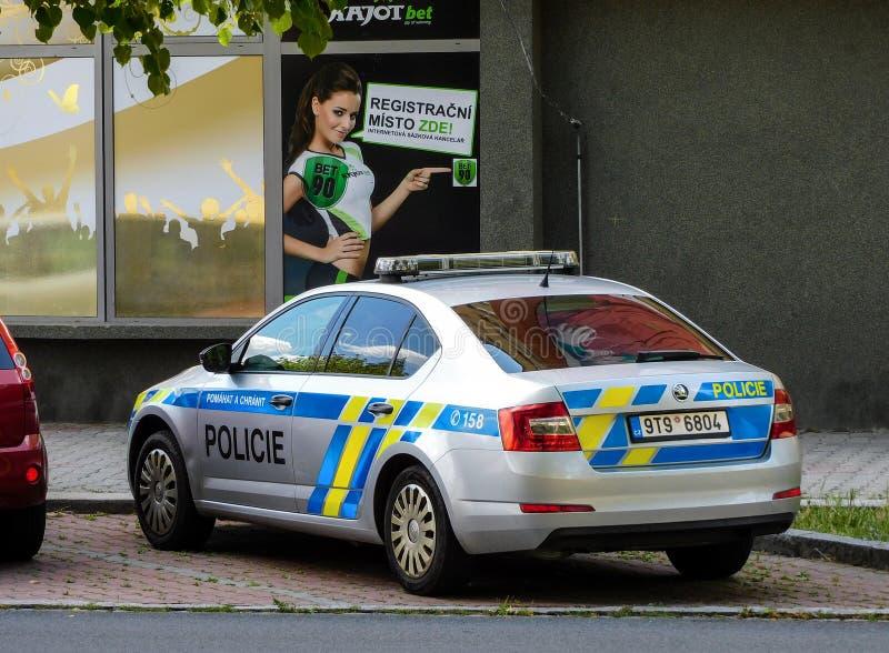 De politiewagen van Skoda Octavia van de Policie-Politie van de Tsjechische die Republiek van Cr voor de gamling opslag wordt gep royalty-vrije stock afbeelding