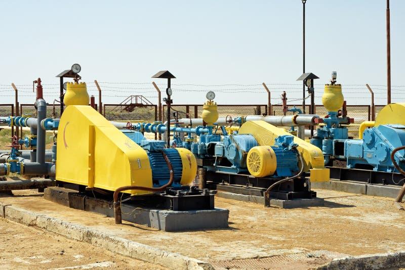 De pompen van de olieoverdracht. stock afbeeldingen