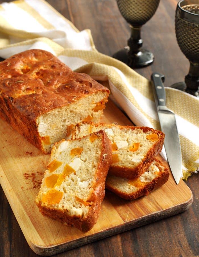 De pompoen van Butternut en feta brood stock foto's