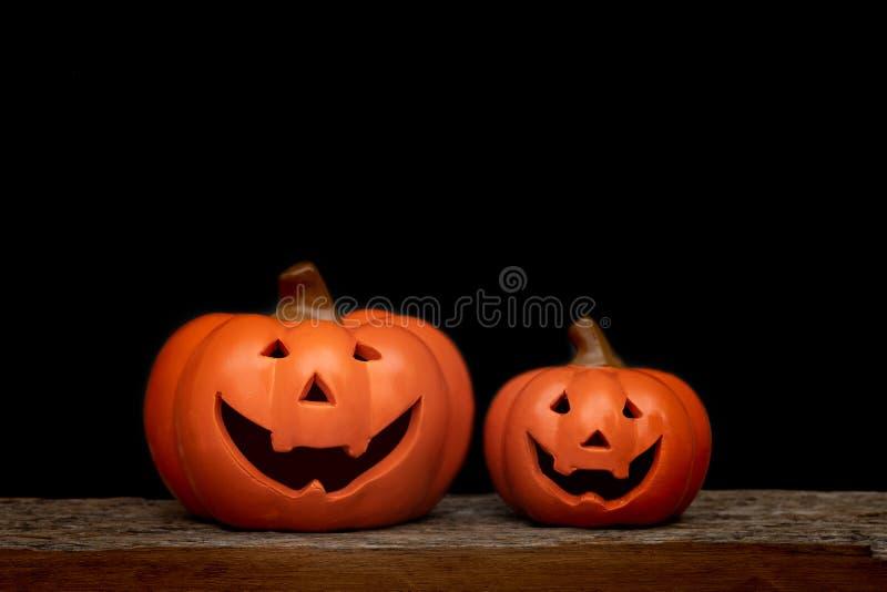De pompoen van stillevenhalloween op zwarte achtergrond Conc Halloween royalty-vrije stock fotografie