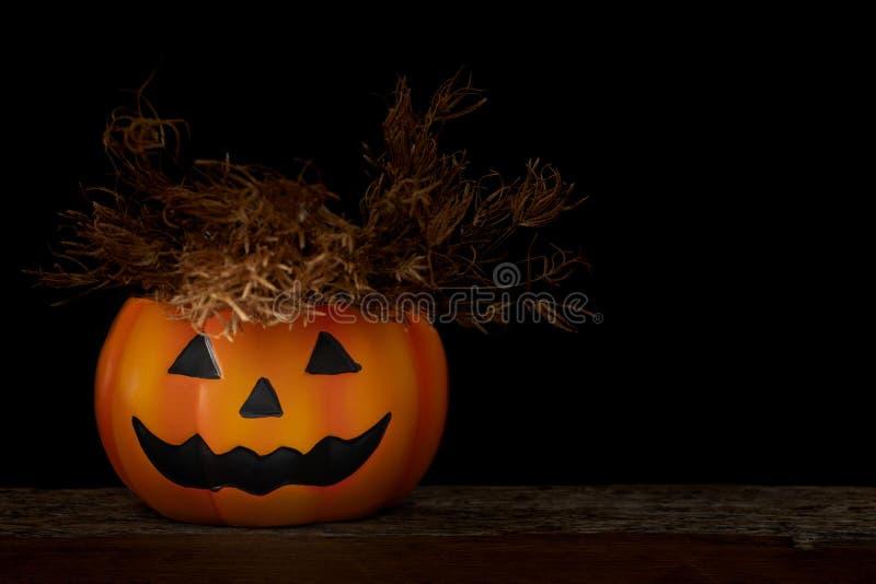 De pompoen van stillevenhalloween op zwarte achtergrond Conc Halloween stock afbeelding