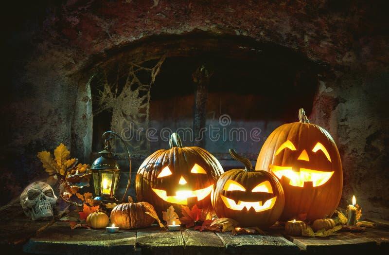 De Pompoenen van kaarslit Halloween royalty-vrije stock fotografie