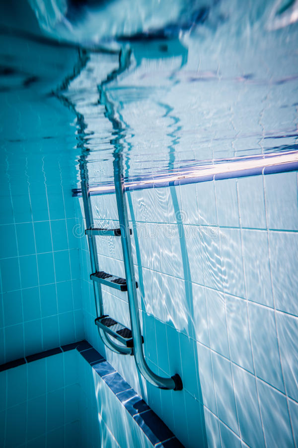 De Pool Van De Ladder Stock Foto