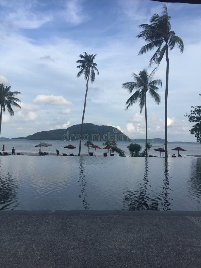 De pool van de strandtoevlucht royalty-vrije stock afbeelding