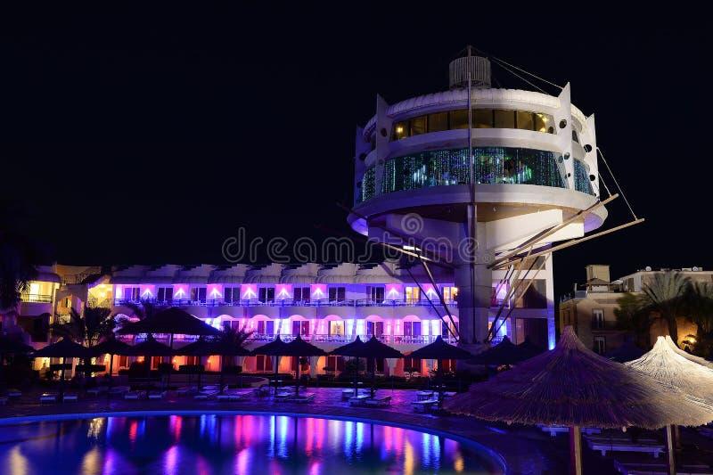 De pool van het hotel bij nacht royalty-vrije stock foto's