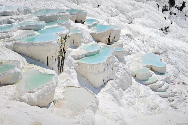 De pools van de travertijn in Pamukkale royalty-vrije stock foto
