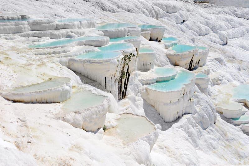 De pools van de travertijn in Pamukkale, Turkije royalty-vrije stock afbeelding
