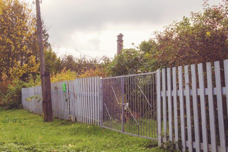 De poort aan de tuin stock afbeelding