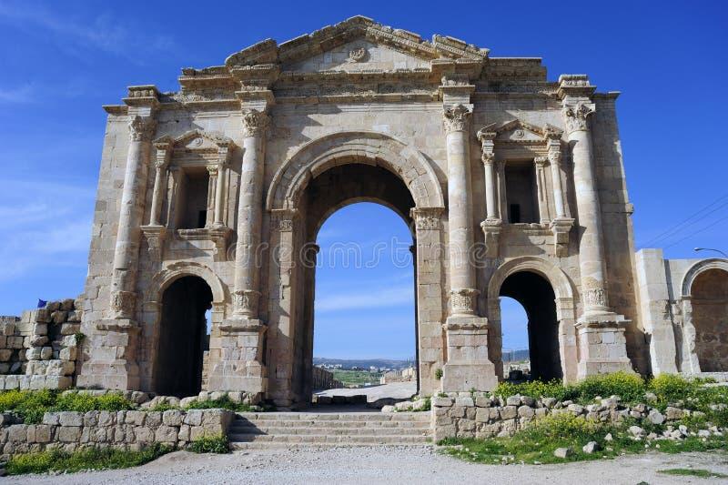 De poort Hadrian in Jerash. Jordanië stock afbeelding
