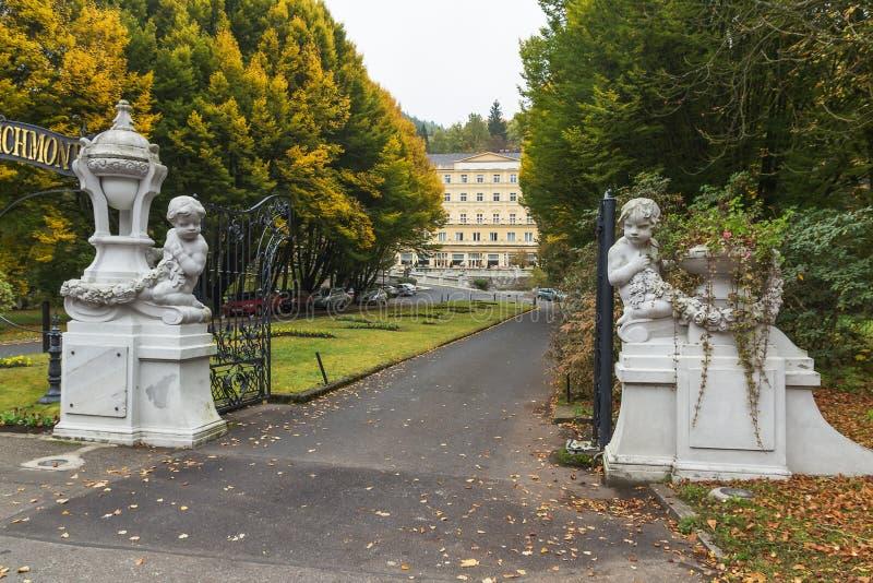 De poort in parkhotel Richmond, Karlovy vari?ërt royalty-vrije stock foto's