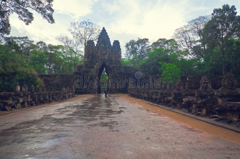 De poort van Angkor in de Tempel van Angkor Bayon royalty-vrije stock foto's