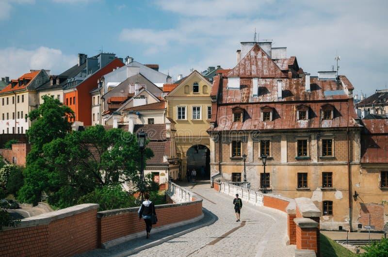 De Poort van Bramagrodzka aan Oude stad van Lublin Mening van de brug van Zamkowa-straat, Polen royalty-vrije stock afbeeldingen