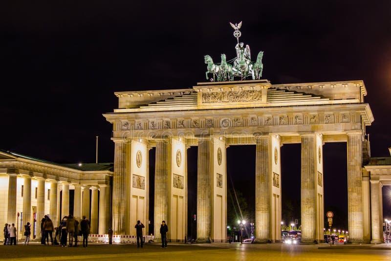 De poort van Brandenburg bij nacht royalty-vrije stock afbeeldingen