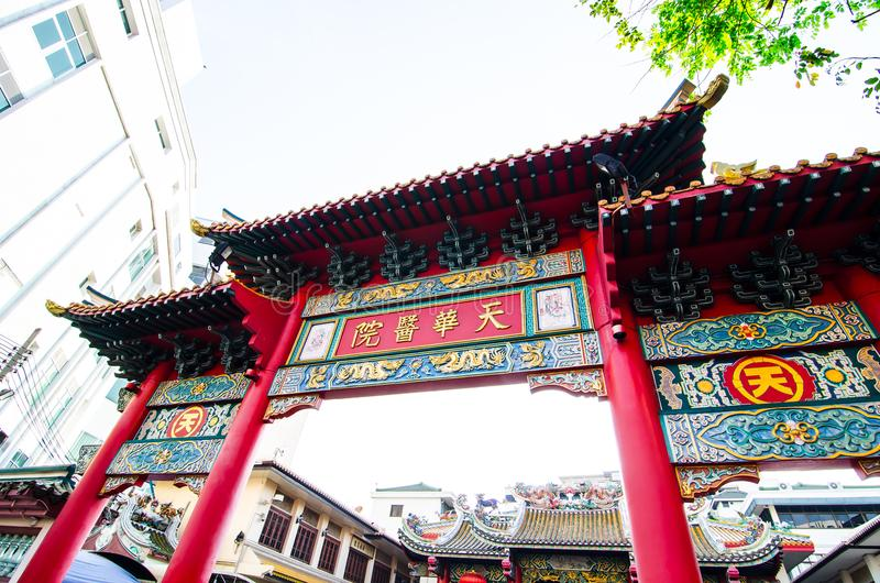 De poort van China bij Chinese tempel van ` Guan Yin ` bij Yaowarat-Road, de Chinatown van Bangkok ` s royalty-vrije stock foto's