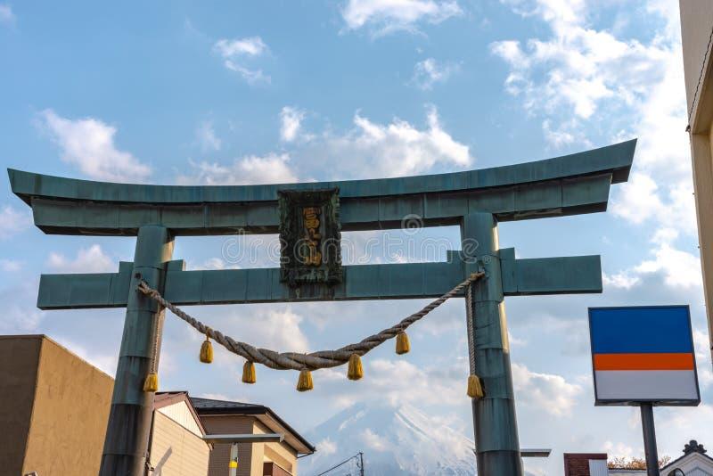 De Poort van close-upkanadorii Torii met Onderstel Fuji stock foto's