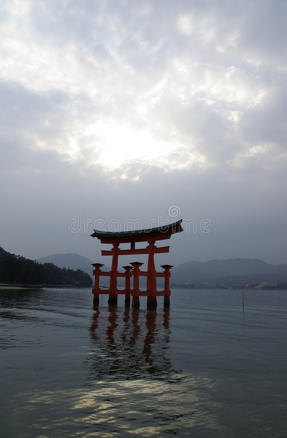 De Poort van de Torussen van Miyajima stock fotografie