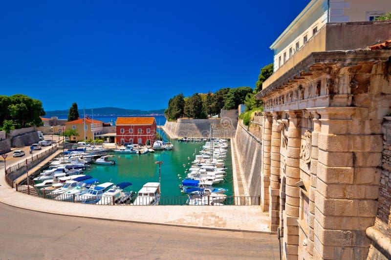 De poort van de Zadarstad en Fosa-havenmening royalty-vrije stock foto
