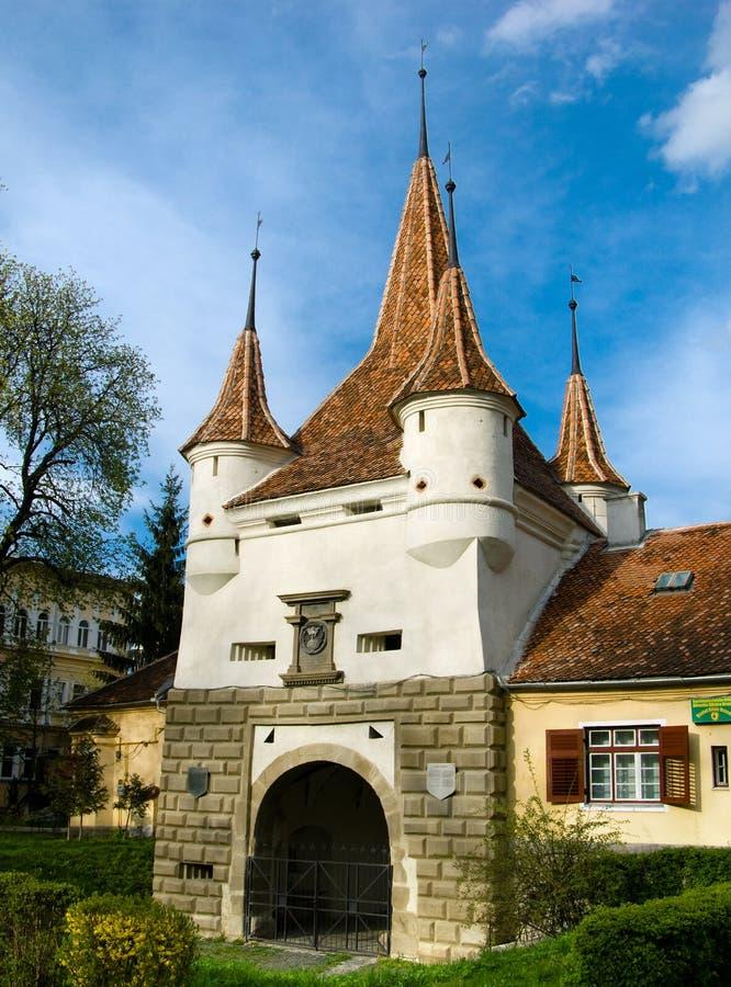 De Poort van Ecaterina in stad Brasov stock afbeeldingen